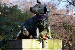 1985 Brown Dog Statue (by Nicola Hicks) with plinth in Battersea Park